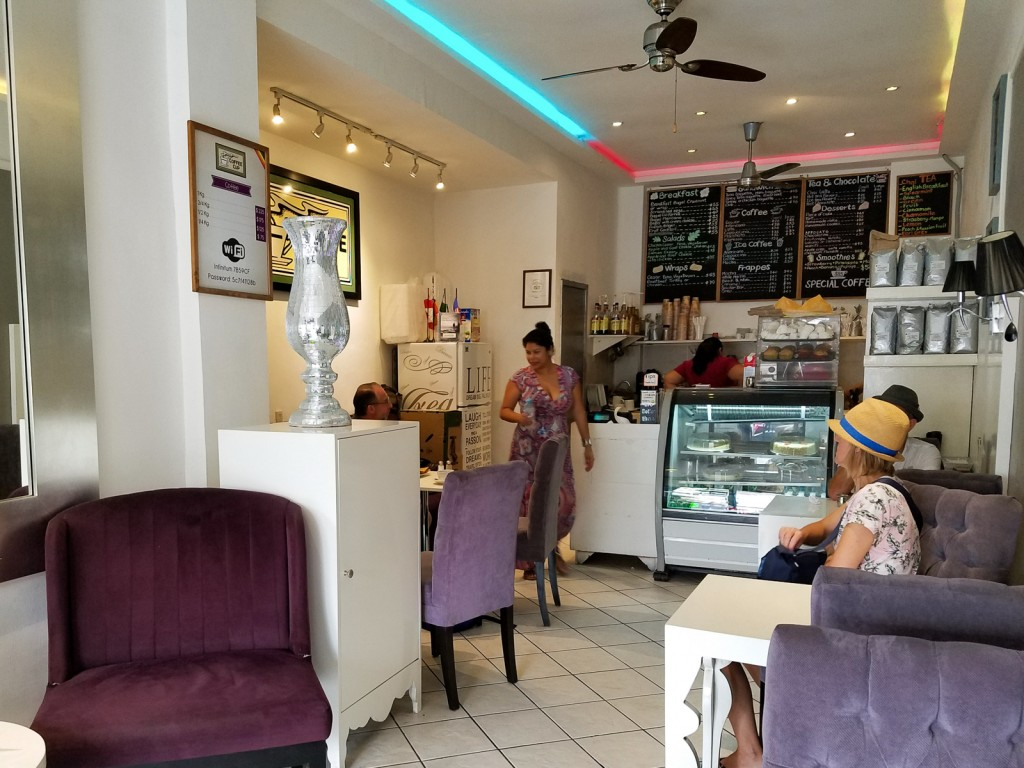 Puerto Vallarta - Exploring the Best Cafes and Coffee Shops 1 As a coffee connoisseur and fanatic, finding the best coffee during my adventures in Puerto Vallarta, Mexico was quite high on the priority list. The city