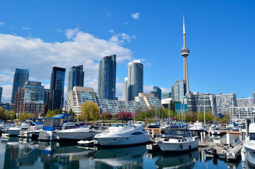 Canadians Love Boating Moving to Canada
