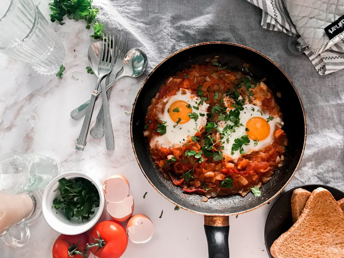 6 low-carb breakfast recipes that you should try for weight loss 1 in today's society, so many people battle with being obese. As such, it's important to have a healthy lifestyle, and one of the easiest ways to do this is by eating a low-carb diet.